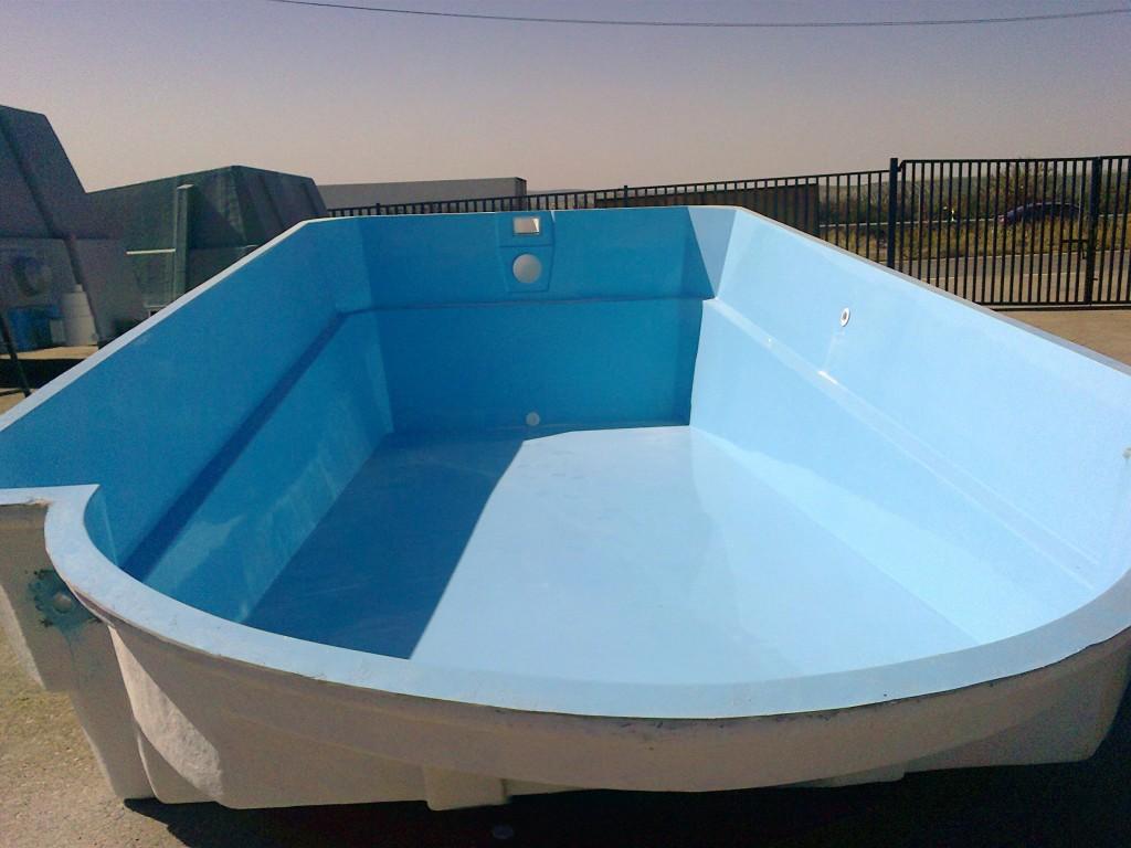 Piscina de poli ster modelo romana ii for Modelos de piscinas cuadradas