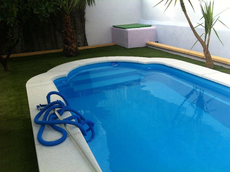Piscina de poli ster modelo romana ii for Modelos de piscinas campestres